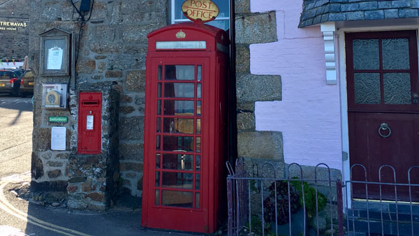 Rote Telefonzelle in Mousehole