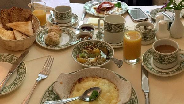 Königliches Frühstück in Killiane Castle