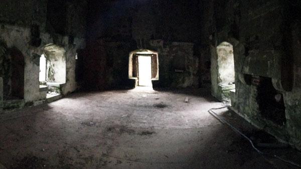 Blick ins alte Schloss-Gemäuer